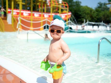 Kind bij zwembad Spiaggia e Mare