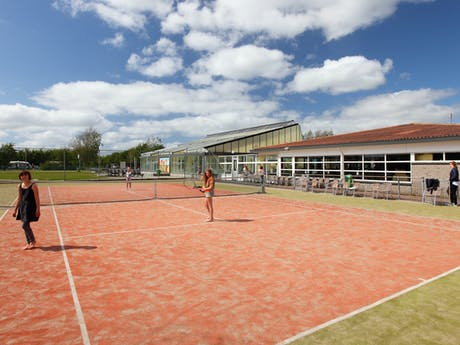 Camping Callassande tennisveld