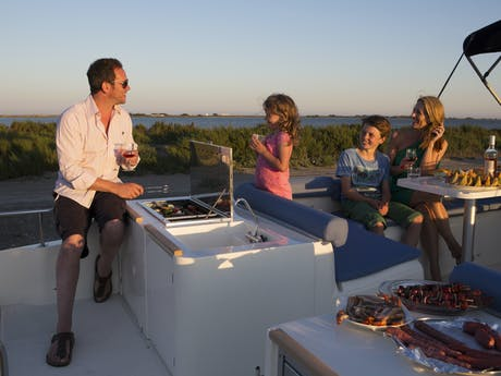 Camargue barbecue VDF vaar boat