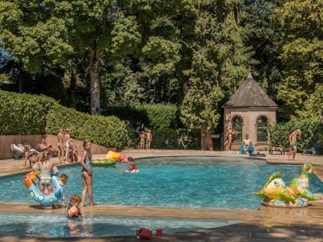 zwembad bij Chateau de Montrouant