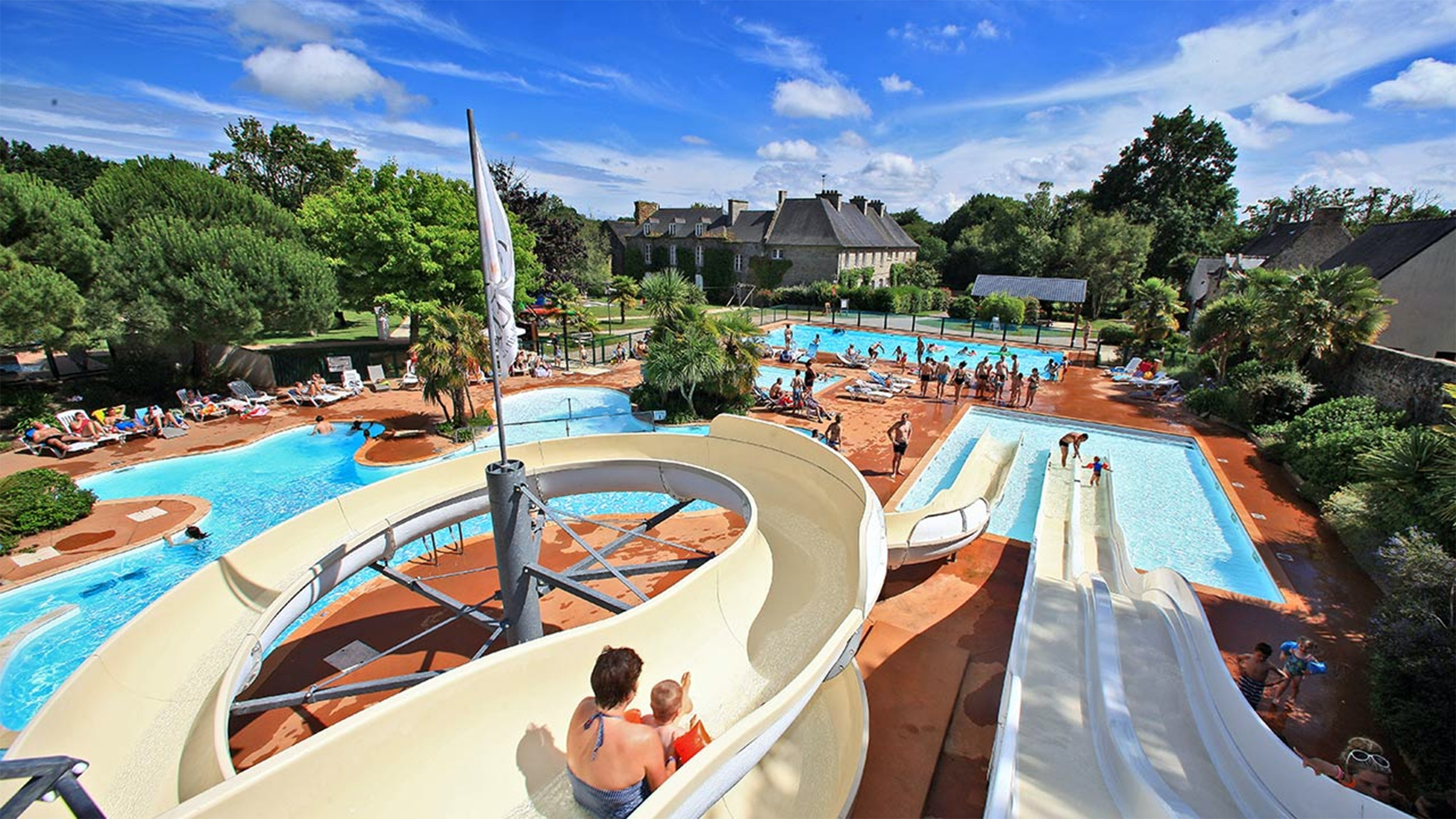 Chateau le Galinee waterglijbanen zwembad