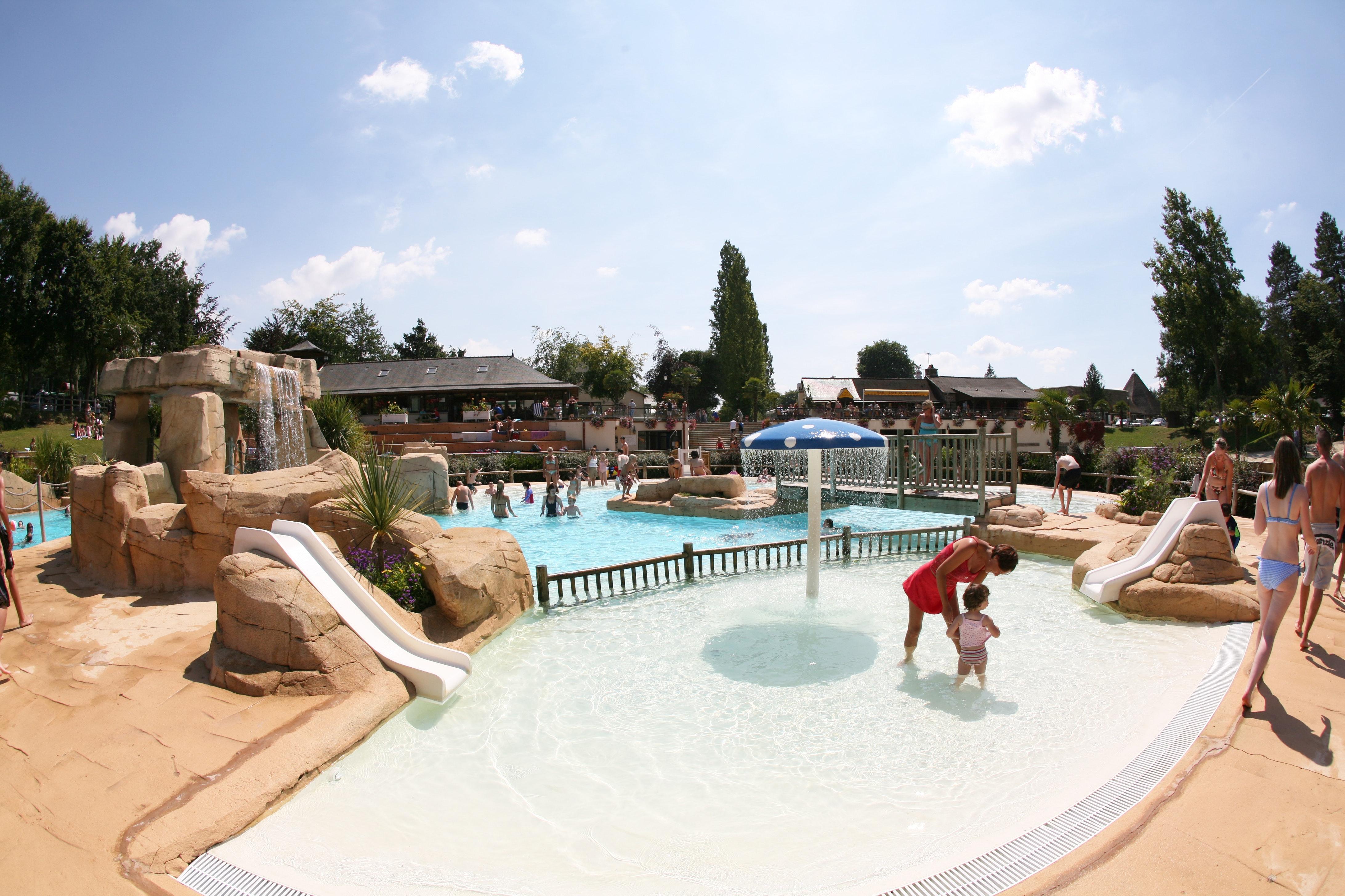 Camping Domaine des Ormes spelen in kinderbad