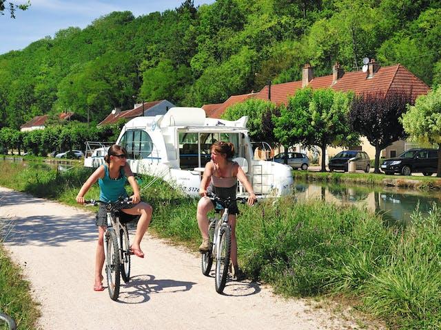 Bourgogne vélo chemin de halage