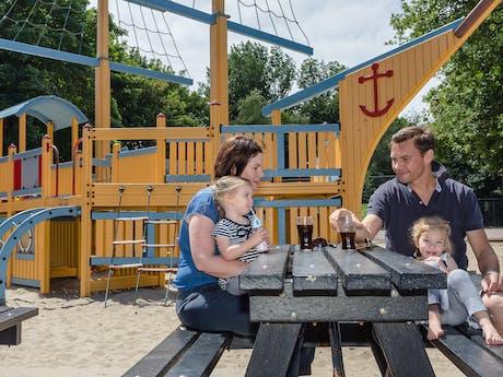 bankje speeltuin camping Kijkduinpark