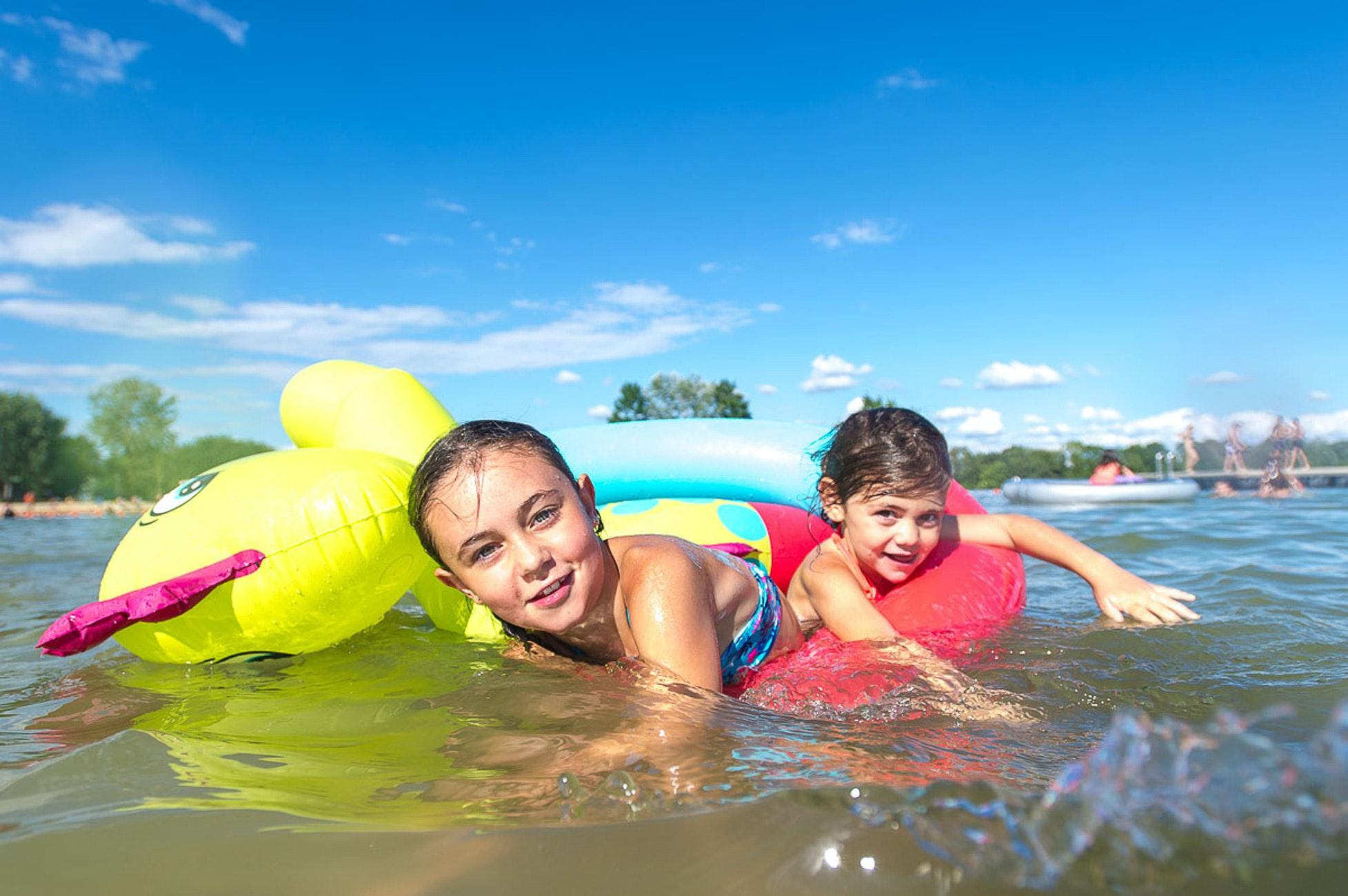 Camping La Plain Tonique zwemmende kinderen