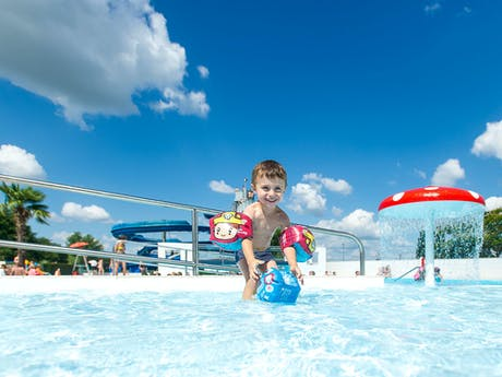 Kind in zwembad camping La Plain Tonique