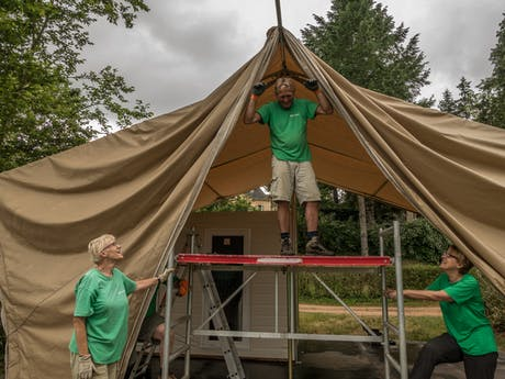 Opbouw Grand Lodgetent Montrouant