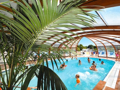 Camping Les Deux Fontaines binnenzwembad