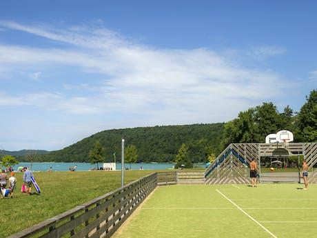 Camping Domaine de Chalain sportveld