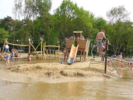 De molenhof speeltuin bij meertje