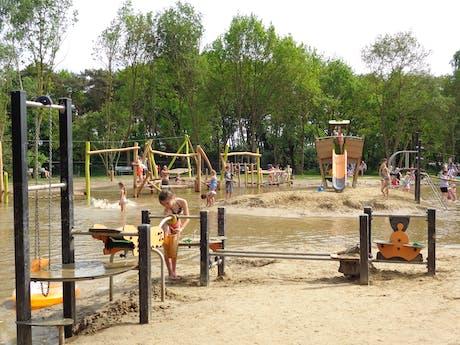 De molenhof meer speeltuin