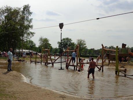 Speeltuin bij waterplas de Molenhof