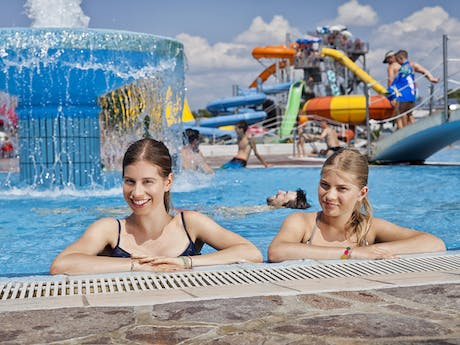 Camping Terme Catez meisjes in zwembad