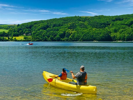kano op meer camping Rieumontagné