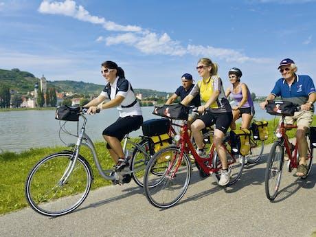 Passau - Wenen groepje fietsers