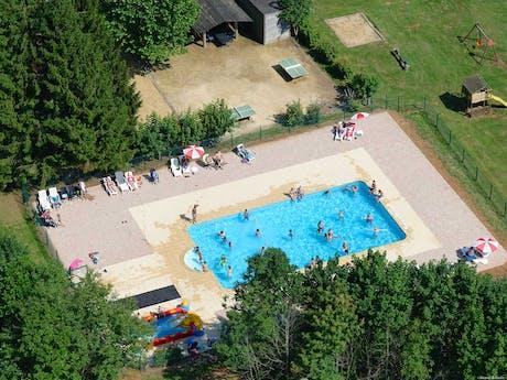 Colline de Rabais zwembad bovenaf
