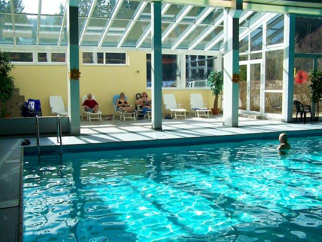 Binnenzwembad met lig gedeelte Viechtach