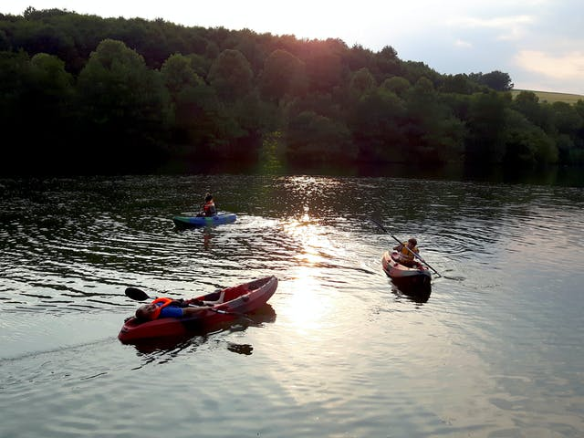 Knaus camping Hennesee kanoën op meer