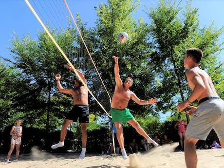 Beachvolleybal op camping Sanguinet Plage