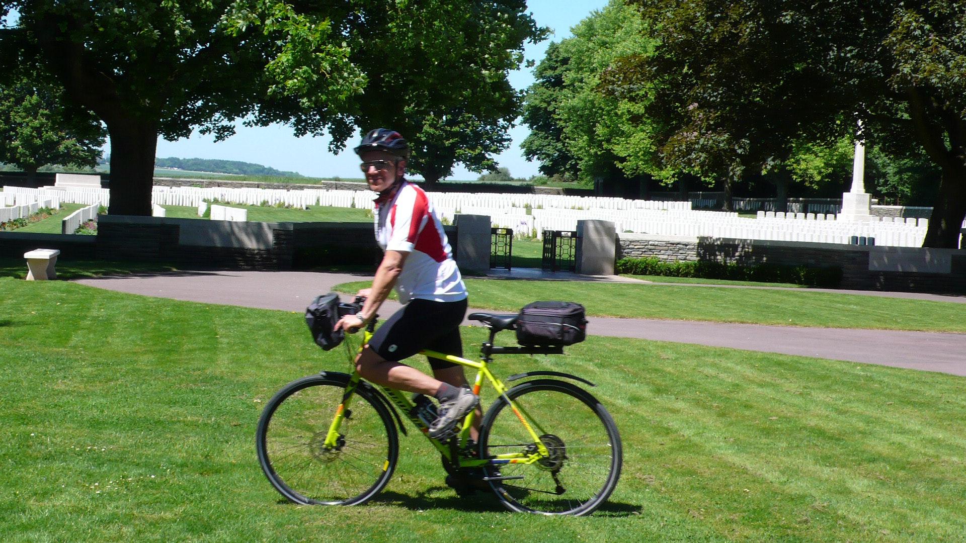 Normandië begraafplaats fiets