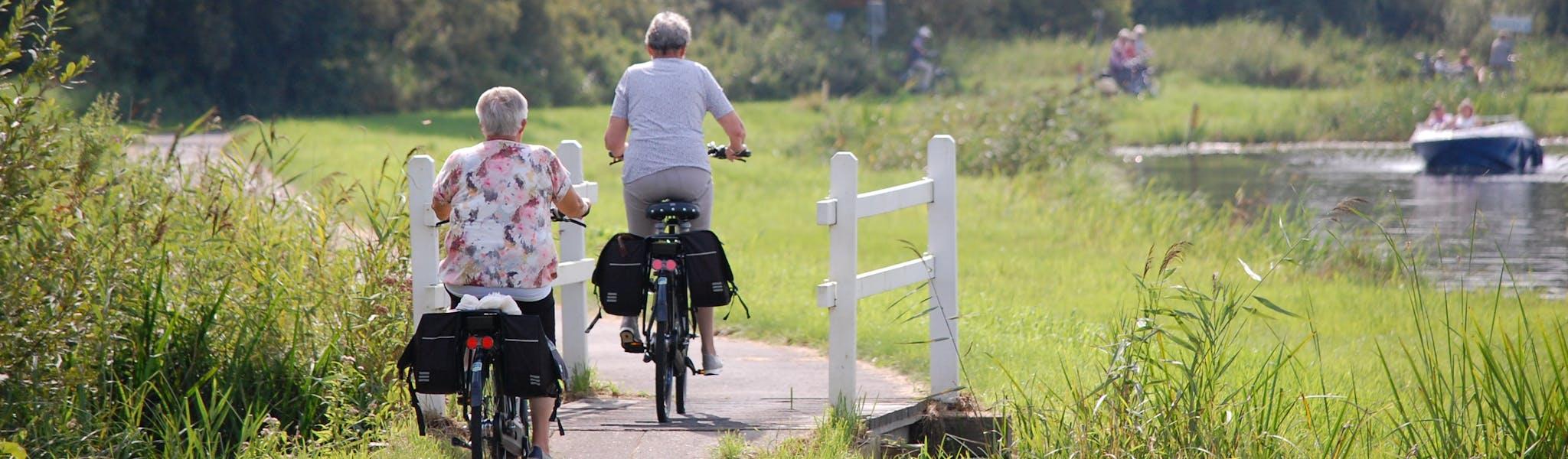 IJsselmeer stel op fiets