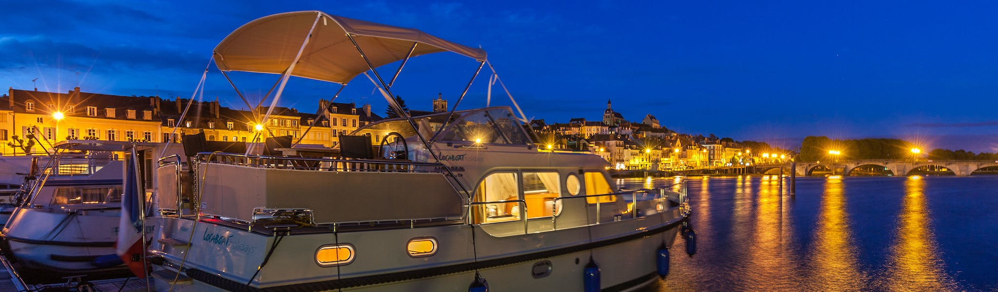 Locaboat Linssen by night