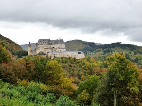 vianden luxembourg kasteel dorp