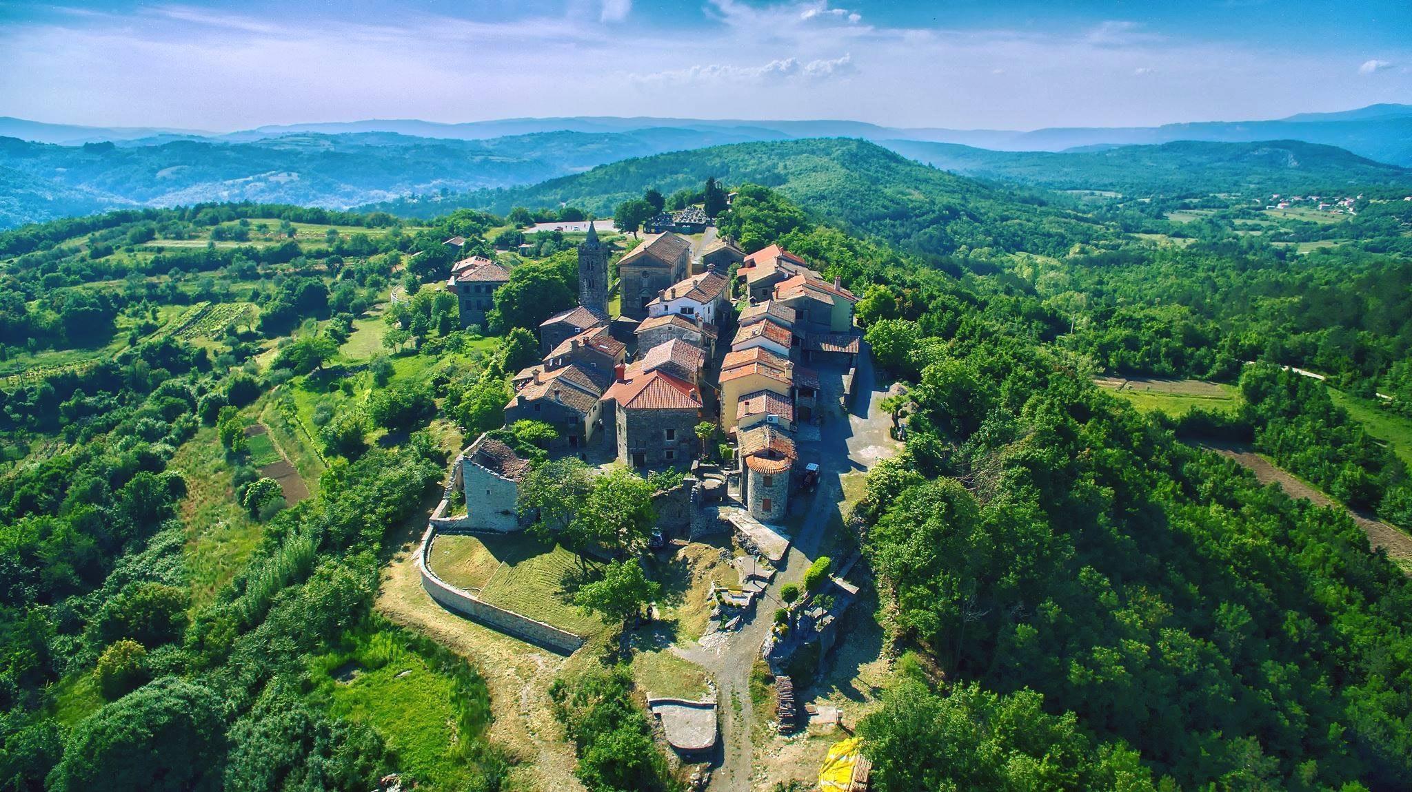 hum coatia smallest town in the world