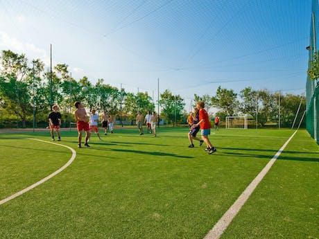 camping Rosapineta voetbalveld