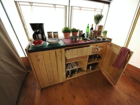 Lodgetent Cream inhoud keukenkast