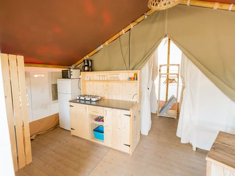 Safaritent Ivory keuken