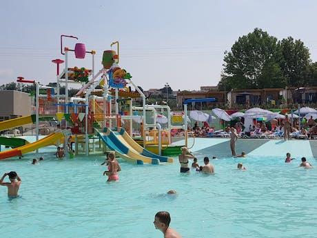 Nieuwe zwembad Cisano San Vito