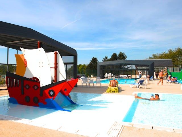Chateau de Drancourt zwembad buiten