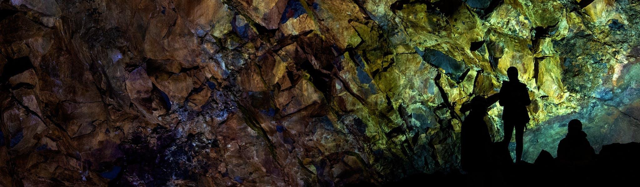 De grotten van Postonja (Unsplash)