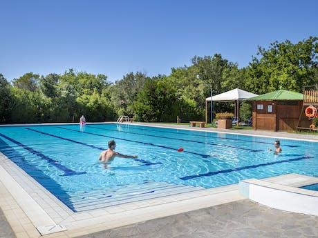 Camping Montescudaio zwembad