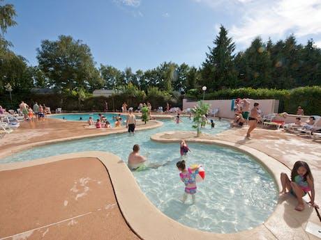 camping Les Etangs Fleuris zwembad