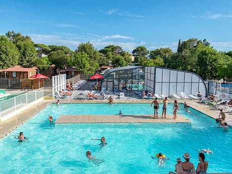 Binnen en buitenzwembad le Frejus