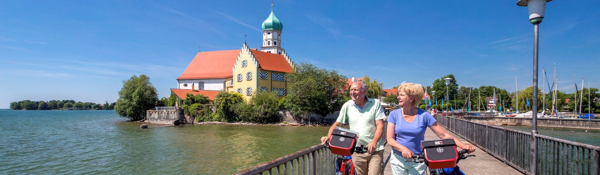 Wasserburg Bodensee fietsen echtpaar