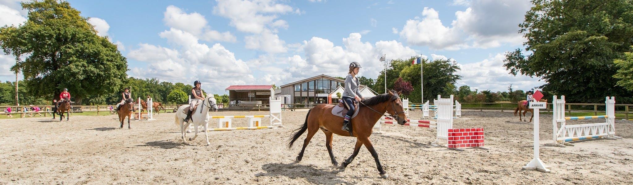 Paardrijden op de camping Domaine des Ormes
