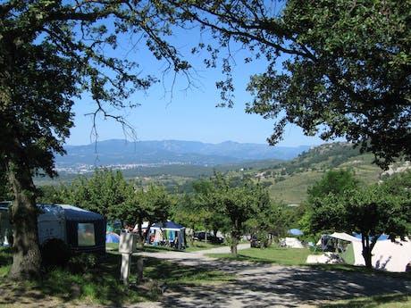 Camping Les Charmilles uitzicht vanaf camping