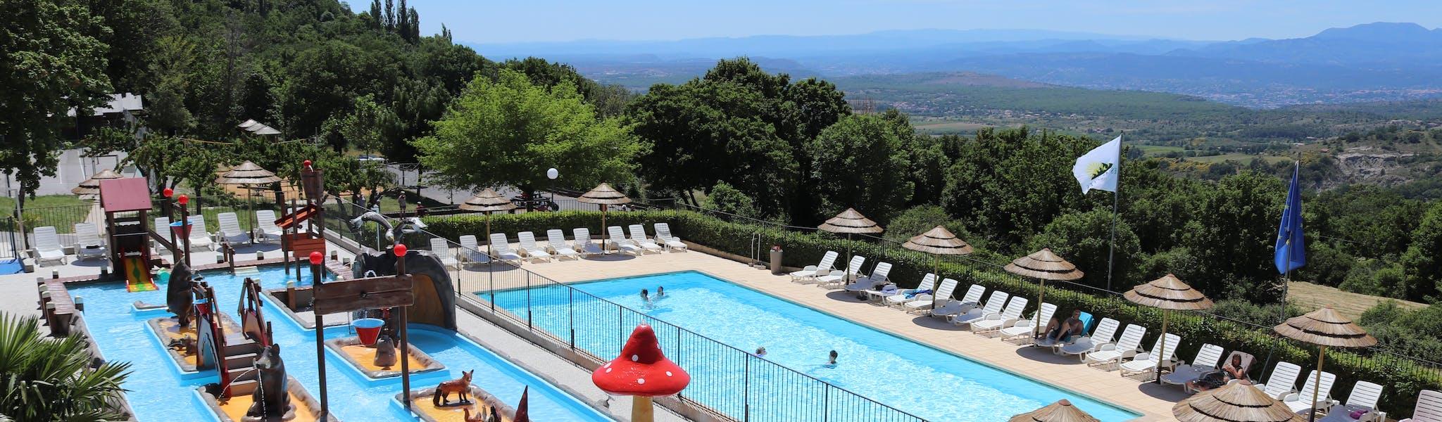Camping Les Charmilles zwembad overzicht