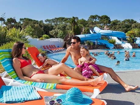 ViaLora_gezin_zwembad