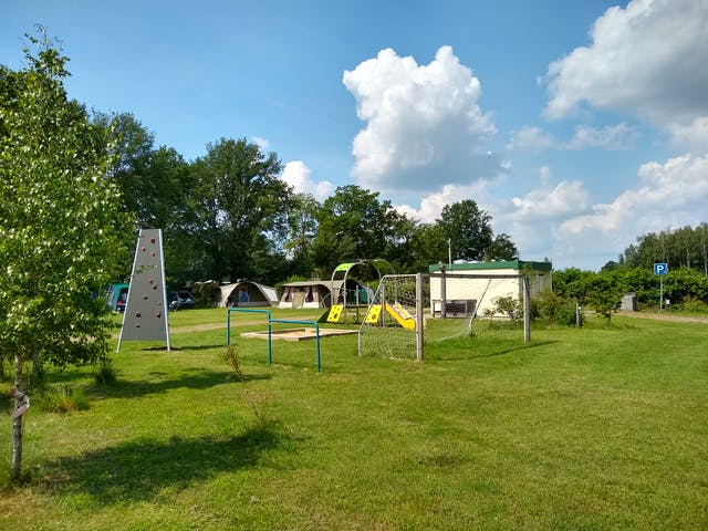 Camping de Mölnhöfte Speeltuin bij tent