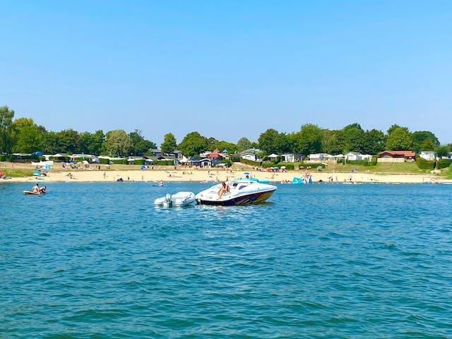 Strand en boot camping Rhederlaagse Meren