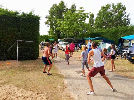 Camping Les Amiaux volleybal Rent-a-Tent