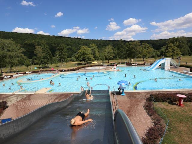 Zwembad naast Camping Wertheim