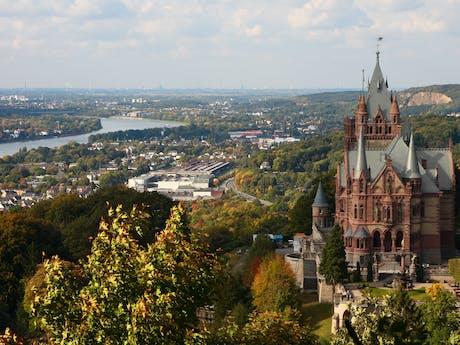Drachenfels bij Bonn Rijn Duitsland