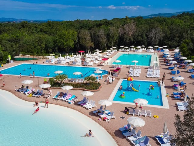 Camping Montescudaio zwembadcomplex